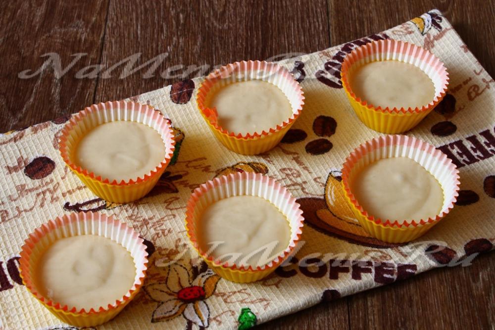 Кексы на сгущенном молоке в силиконовых формочках