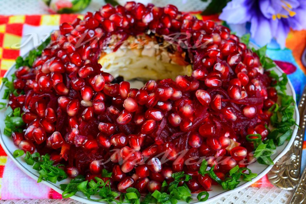 Гранатовый салат с черносливом рецепт с