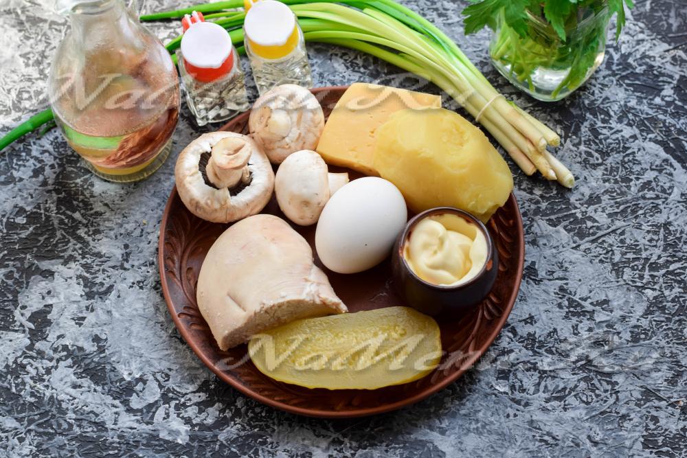 салат слоями с грибами простой рецепт