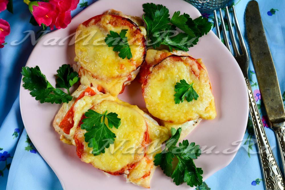 рецепт куриных отбивных в духовке с помидорами и сыром
