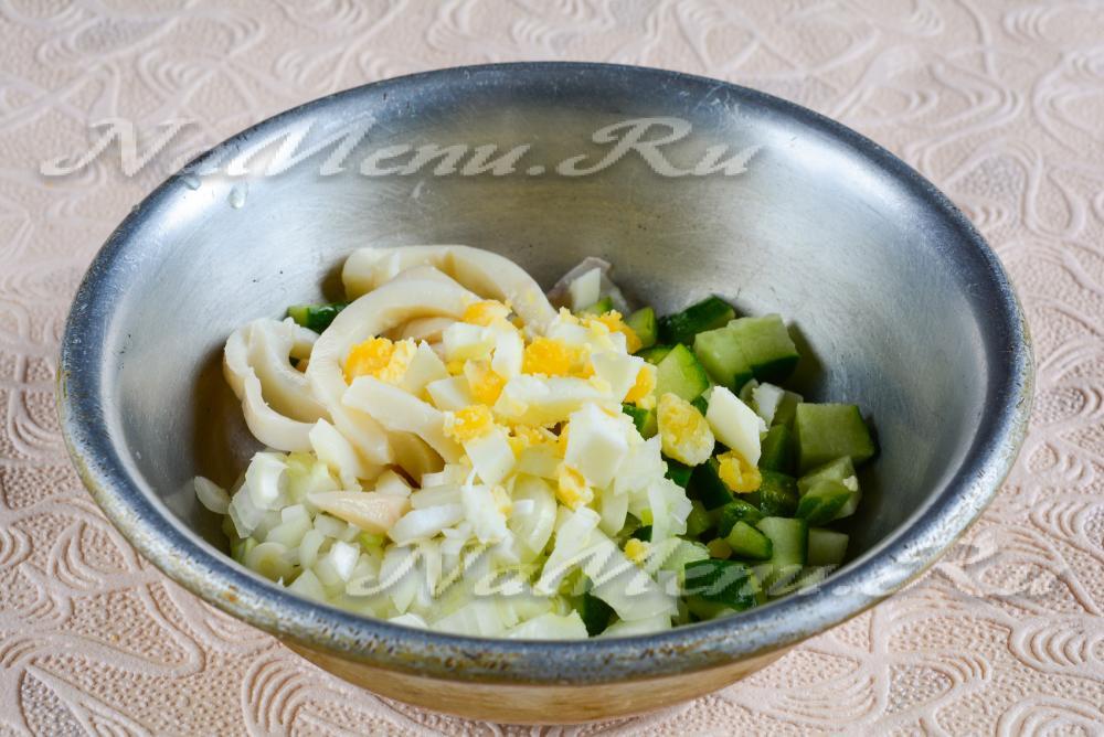 Легкий салат из кальмаров рецепт