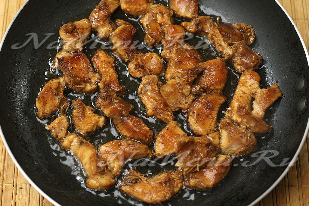 Куриное мясо в соевом соусе на сковороде
