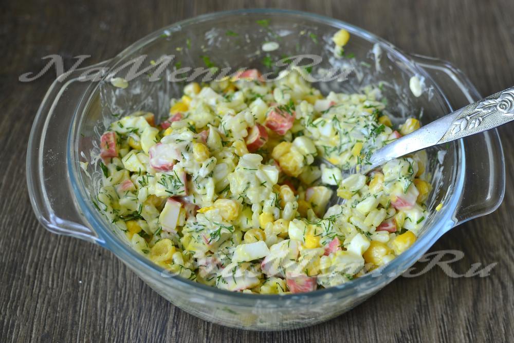 салат с кукурузой и рисом видео рецепт