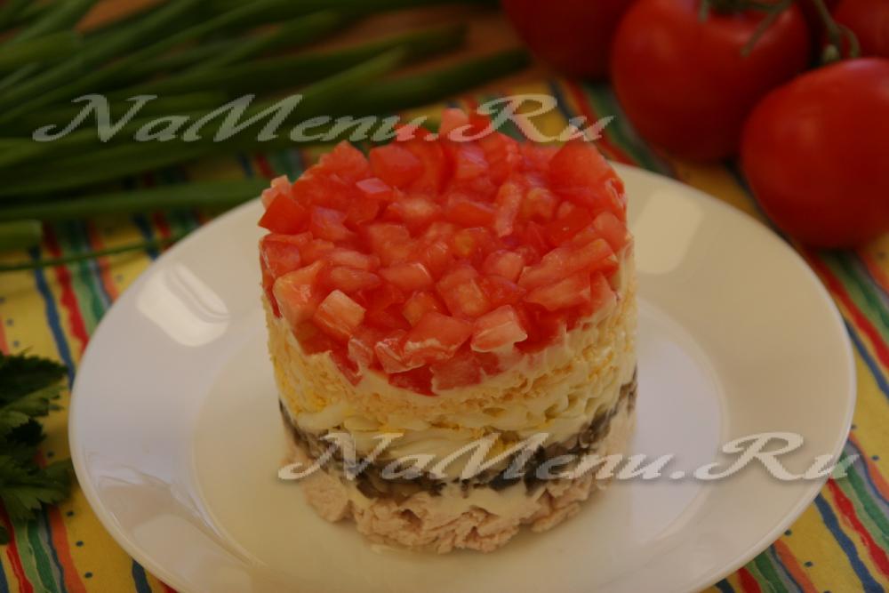 Салат красная шапочка с с помидорами