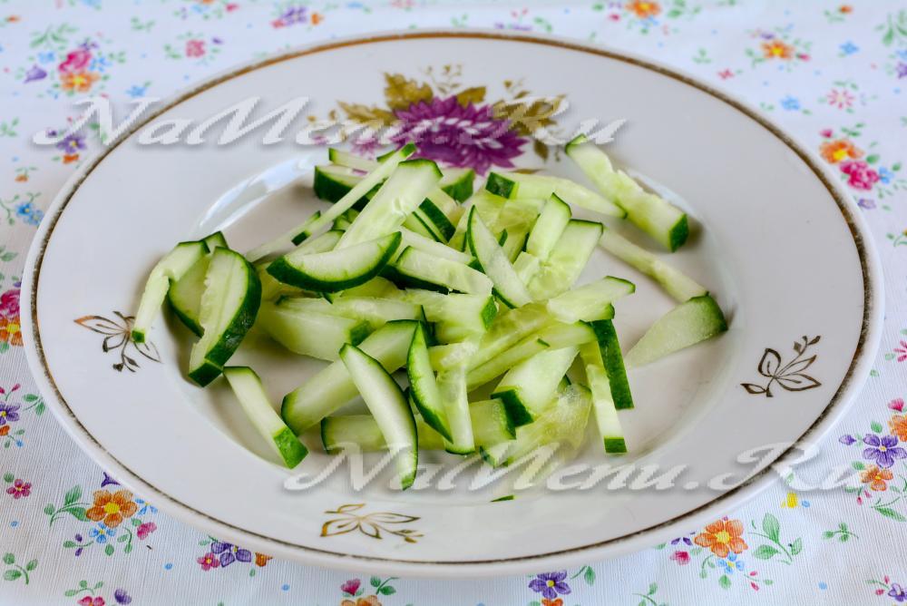 рецепты салатов с фото с черносливом и курицей и огурцом