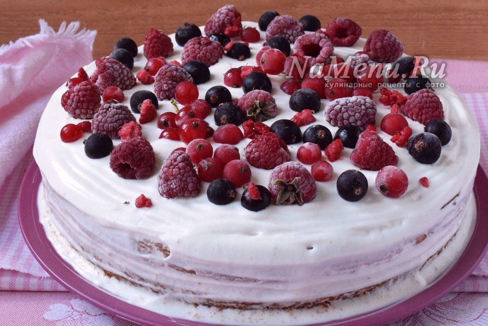Бисквитный торт с ягодами и фруктами