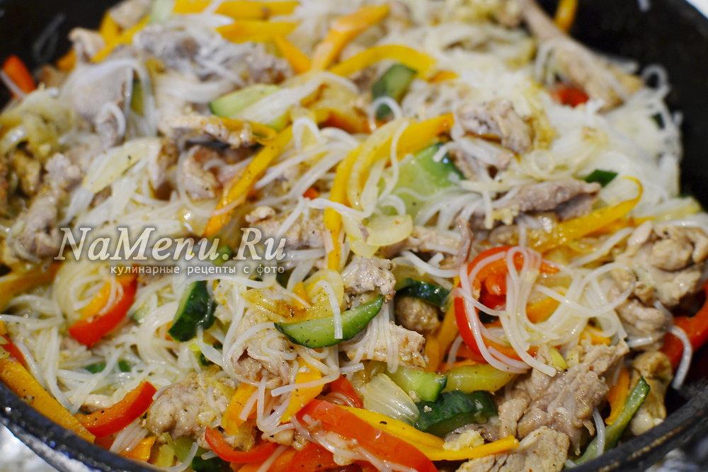 фунчоза с курицей и овощами и соевым соусом рецепт с фото