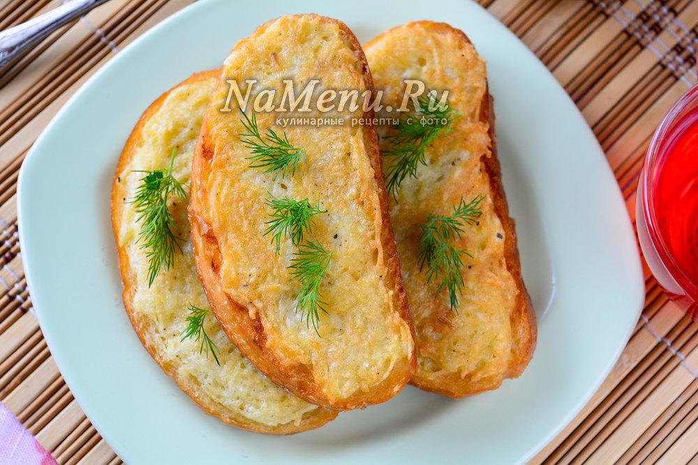 горячие бутерброды с картошкой и морковкой на сковороде