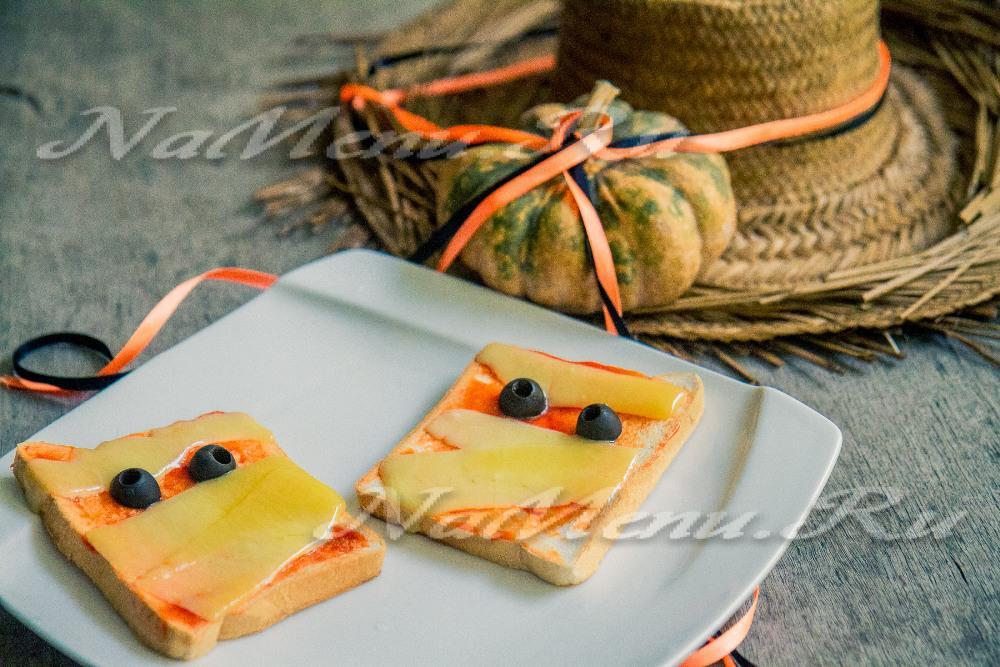 Бутерброды в виде мумий на Хэллоуин