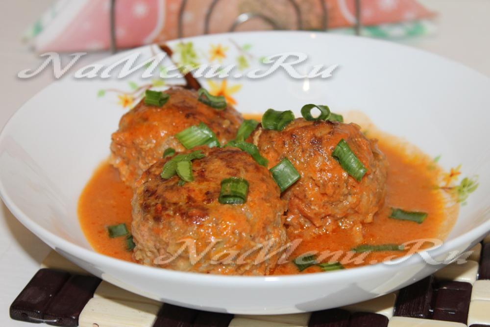 Тефтели с рисом в томатном сметанном соусе пошаговый рецепт с
