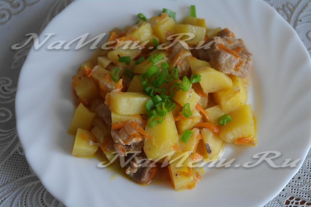 Картофель, тушенный в мультиварке