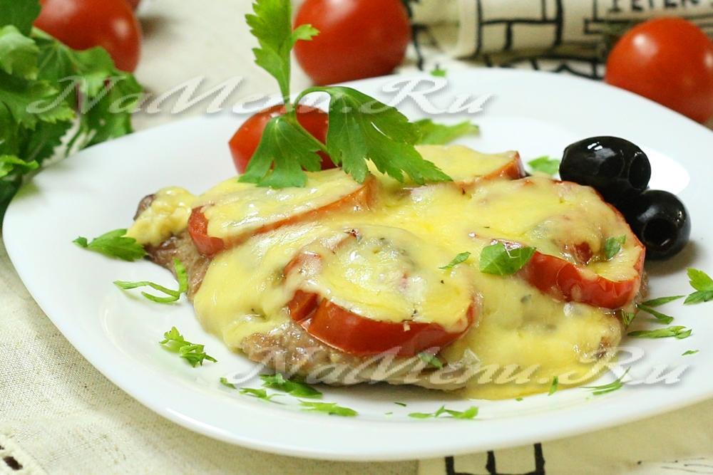 куриные отбивные с сыром грибами и помидорами в духовке
