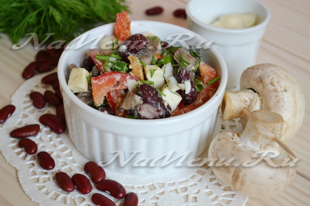 Салат с грибами рецепт и фасолью и сухариками и колбасой рецепт с