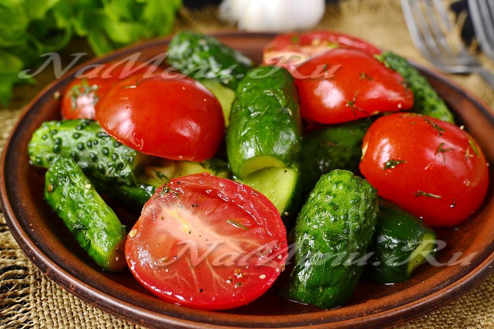 Как сделать малосольные огурцы и помидоры вместе