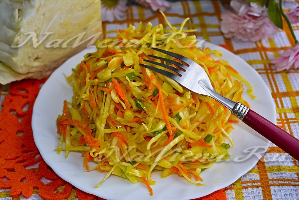 Салат из капусты с морковкой и чесноком