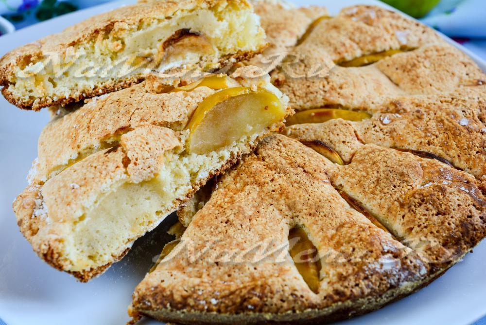 шарлотка пышная с яблоками в духовке пошаговый рецепт