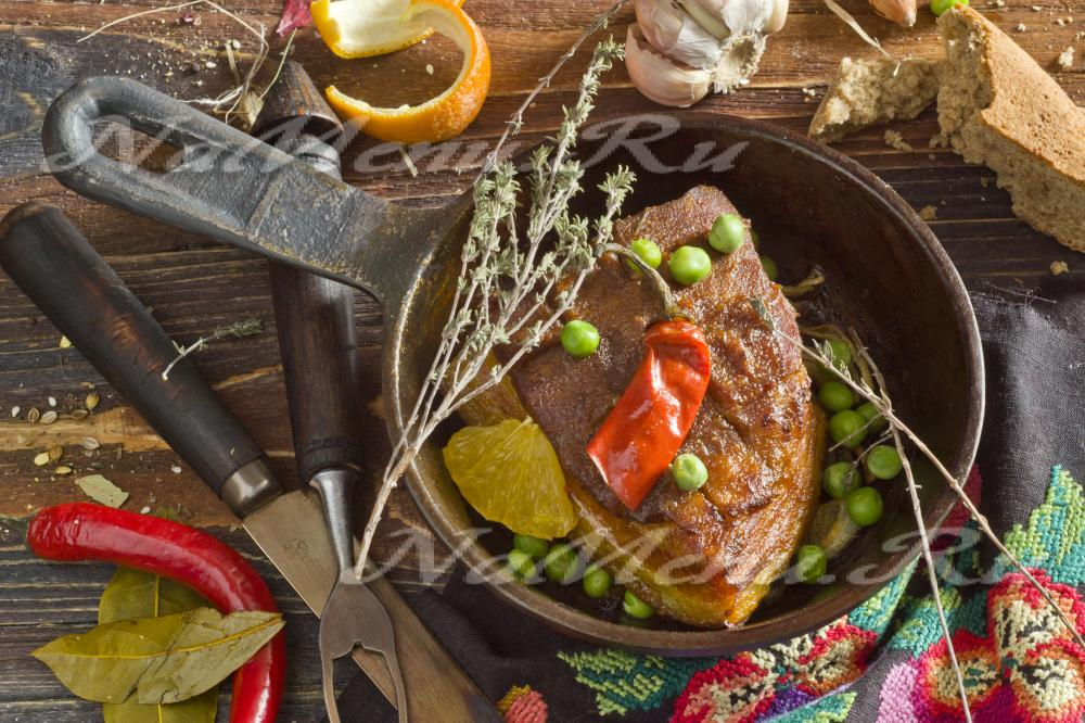 как приготовить свинину в духовке простой рецепт