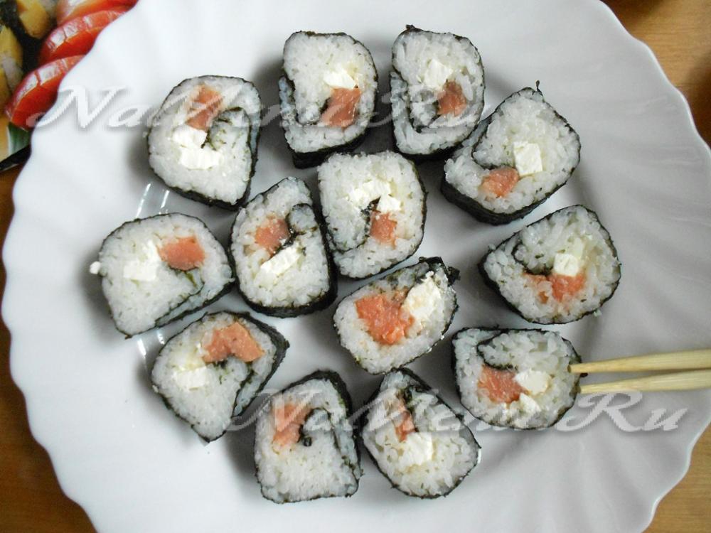 Роллы с лососем в домашних условиях пошаговый рецепт