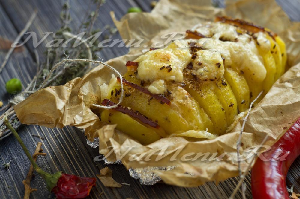 Картошка-гармошка с беконом в духовке с фото