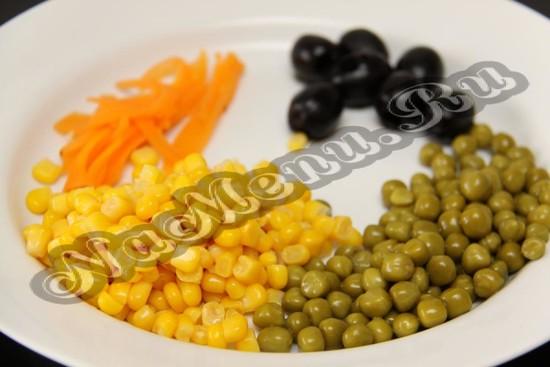 Необходимые ингредиенты для украшения пасхального салата
