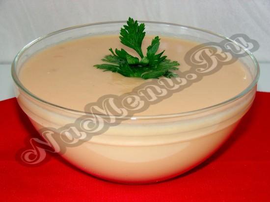 Томатный крем-суп со сливками готов