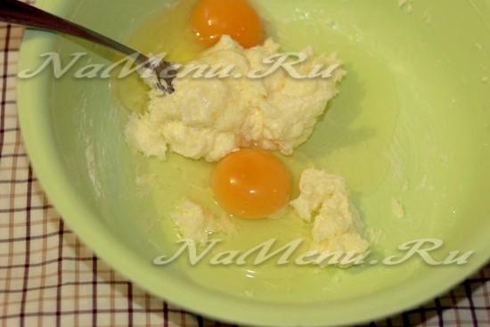 перетрите, добавьте яйца