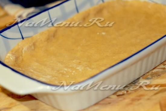 выложите песочное тесто