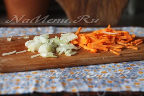 лук и морковь нарежьте