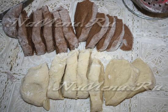 нарезаем тесто на кусочки
