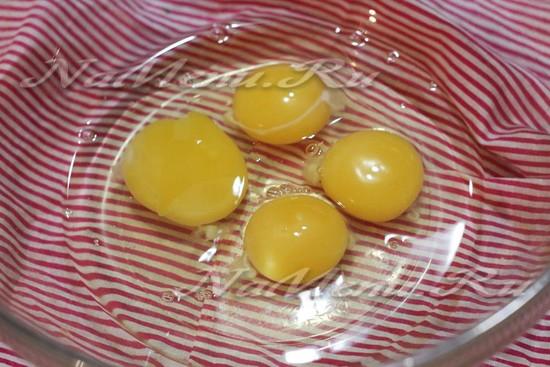 Вбить яйца в миску