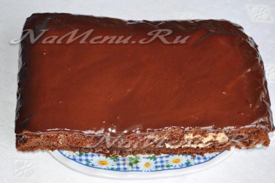 Полученной глазурью зальем торт