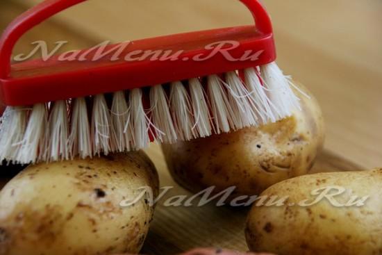 Моем картофель