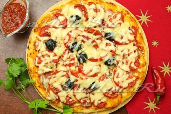 пицца рецепт с колбасой помидорами и сыром
