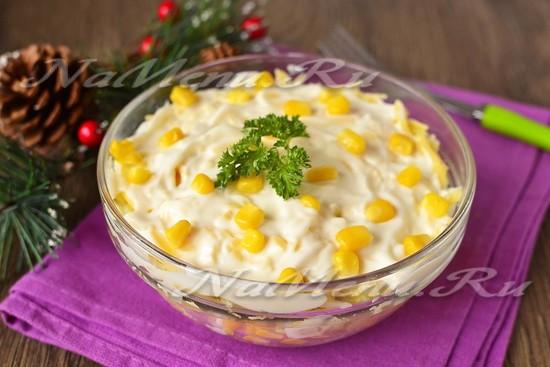 Салат с курицей и ананасами, слоенный