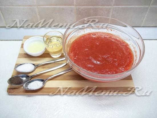 В суп добавлено оливковое масло и сок лимона