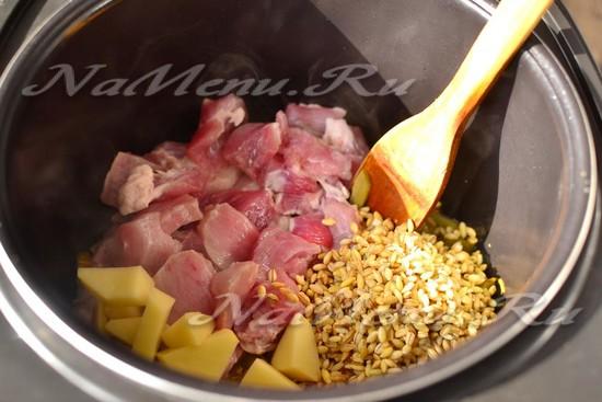 Добавить мясо, картошку, перловку