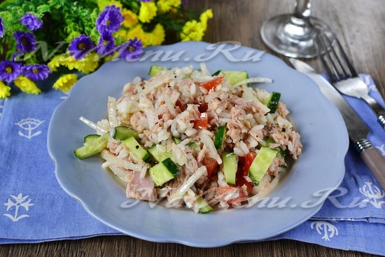 Салат из консервированного тунца с рисом без майонеза
