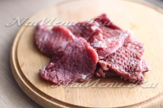 Нарезать и отбить говядину