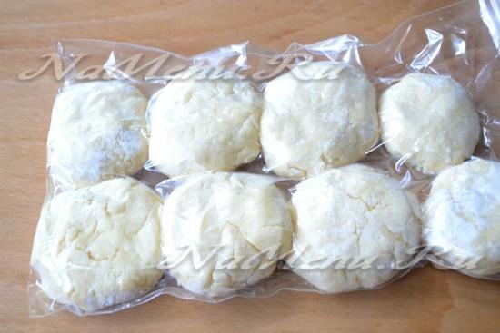 разложите замороженный сырники по пакетам