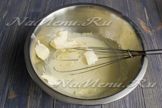 Растереть масло с сахаром