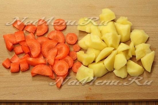картофель и морковь нарезать
