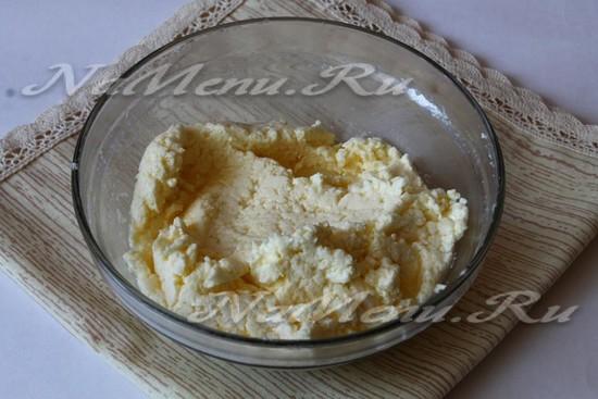 взбить белки с маслом