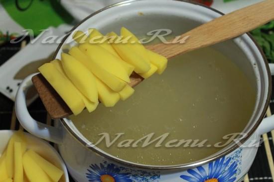 нарезать картофель для супа с лапшой