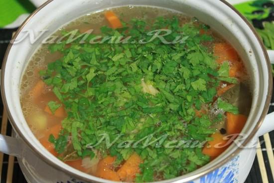 добавить зелень петрушки в суп с лапшой