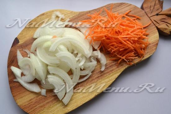 подготовить лук и морковь для плова