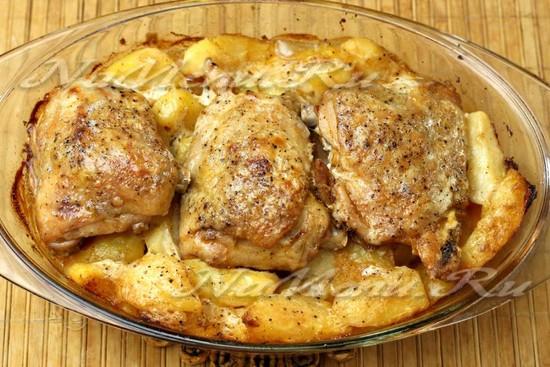 как запекать курицу с картошкой в духовке простой рецепт