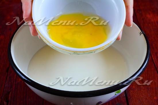 Добавить яйца