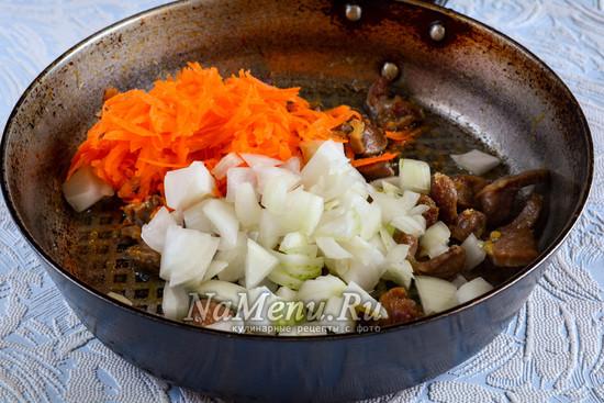 Всыпать овощи к желудкам