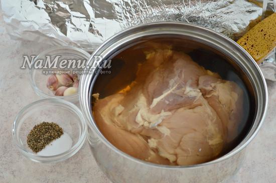 Переложить свинину в маринад