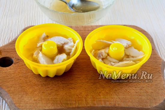 Залить бульоном с желатином